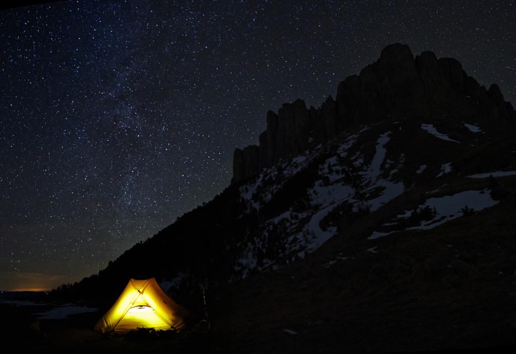 На фоне звёздного неба